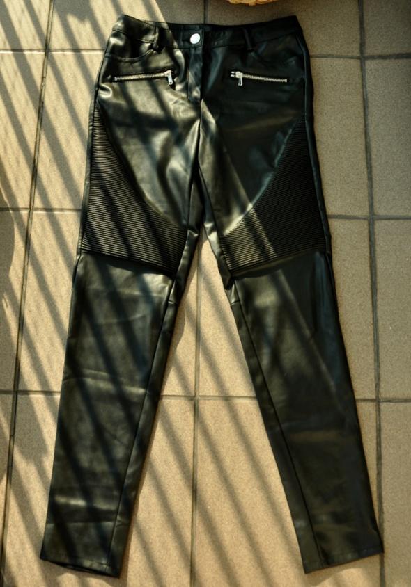 czarne skórzane spodnie motor