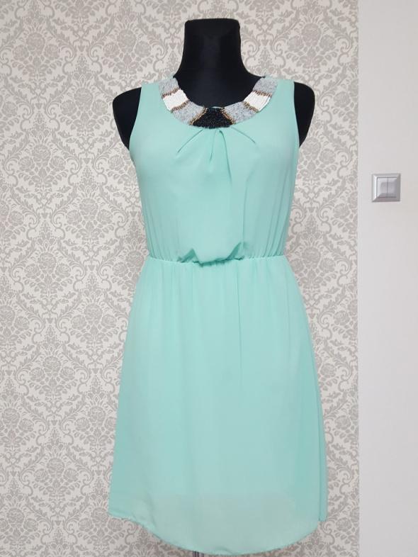 miętowa sukienka zdobiona Made i n Italy