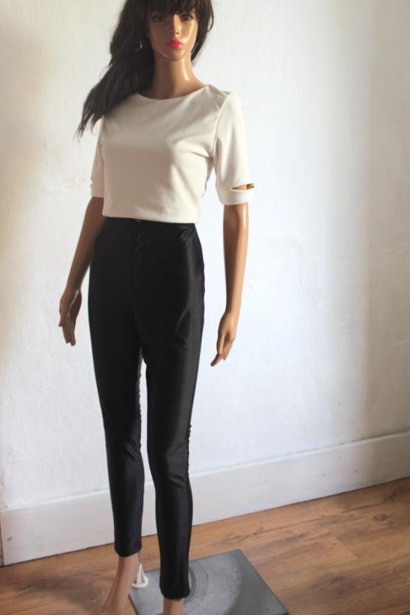 Spodnie Czarne dopasowane spodnie z wysokim stanem r M