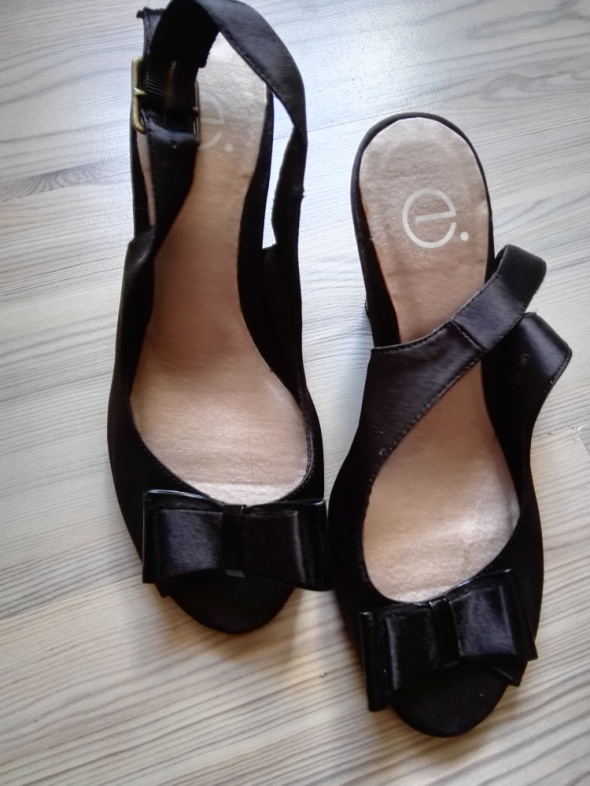 Czarne eleganckie szpilki