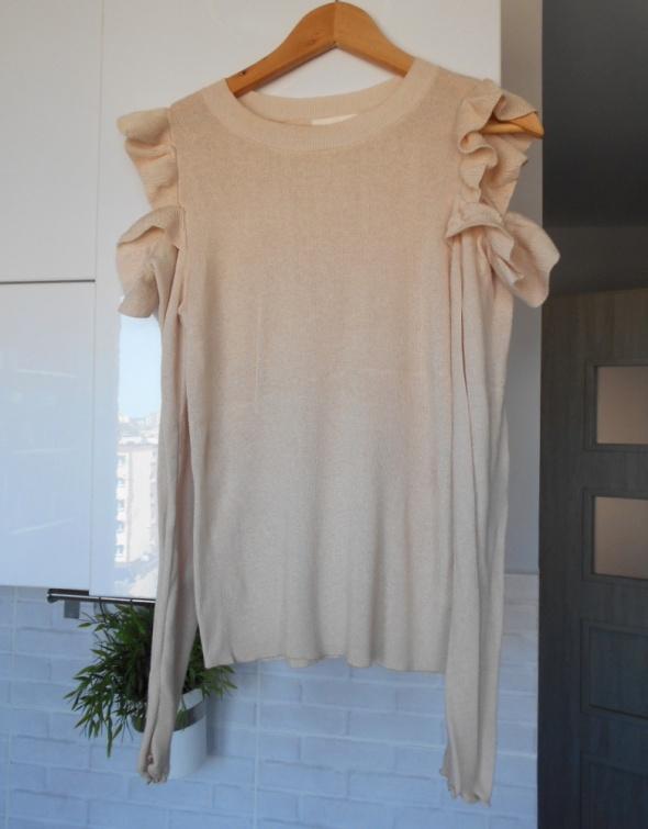 HM beżowy sweter falbanki gołe ramiona nude kremowy...