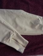 Biale spodnie z kokardkami