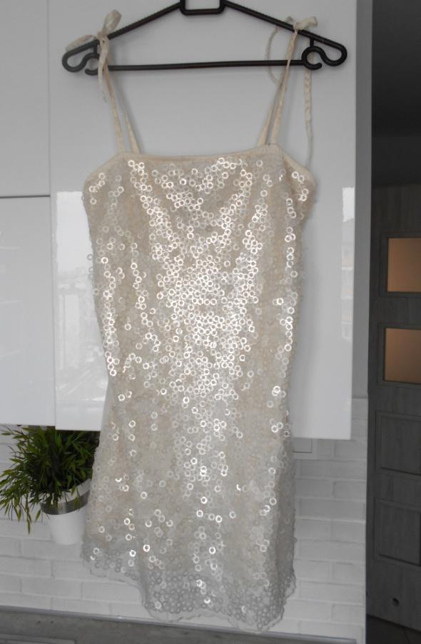 Suknie i sukienki Bershka sukienka cekinowa biała sylwester impreza