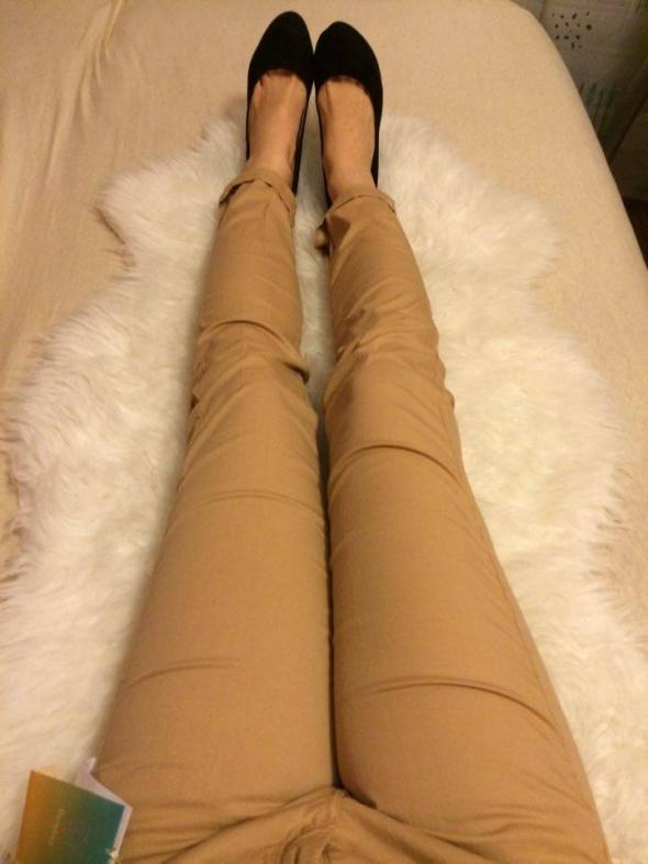 Bershka cygaretki kremowe beżowe rurki spodnie...