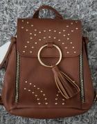 mały brązowy plecak