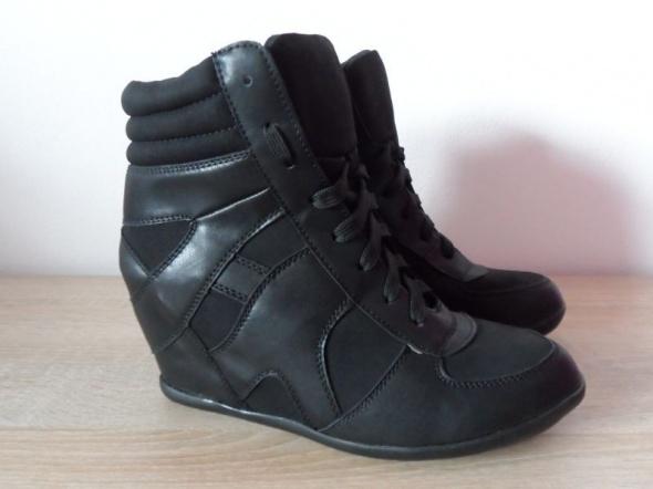 Klasyczne Czarne Sneakersy Nowe 41