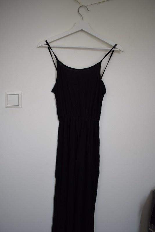 Czarna długa sukienka maxi rozcięcia