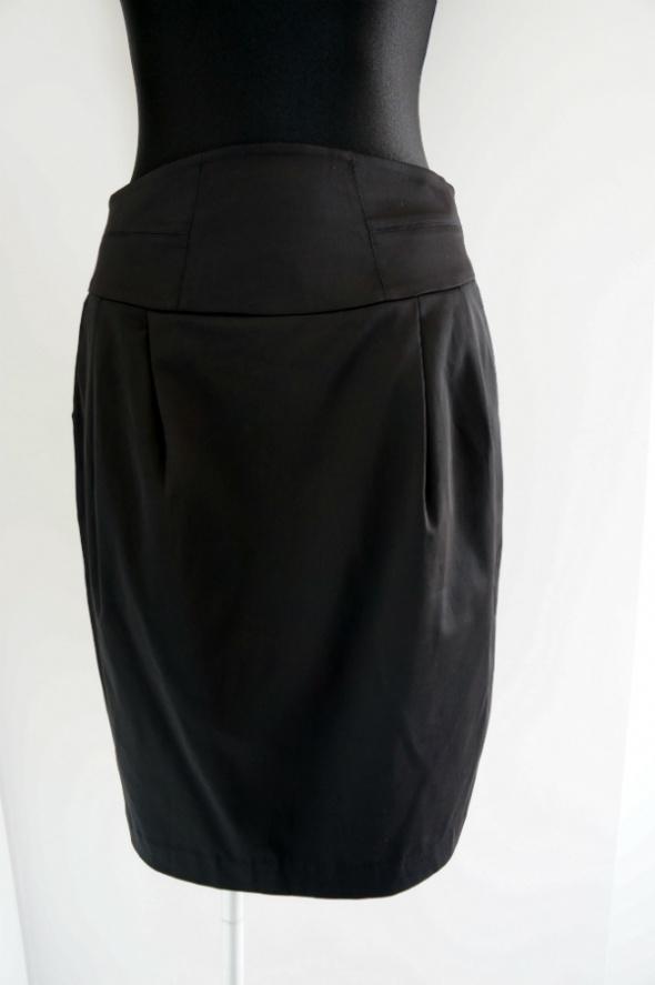 Spódnice Elegancka czarna spódnica z szerokim pasem 40