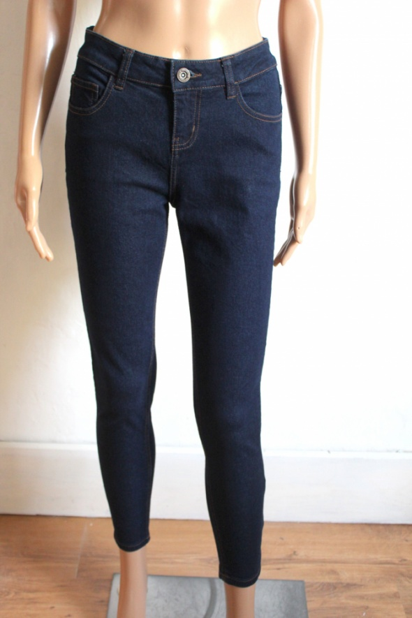 Dopasowane jeansy rurki r 36...