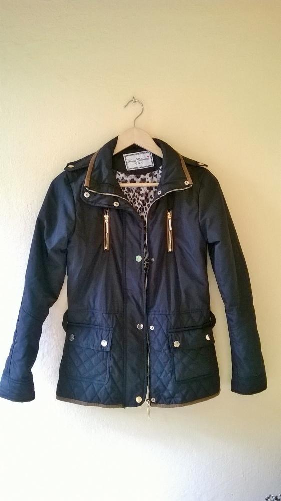 Odzież wierzchnia czarna XS butik stan idealny