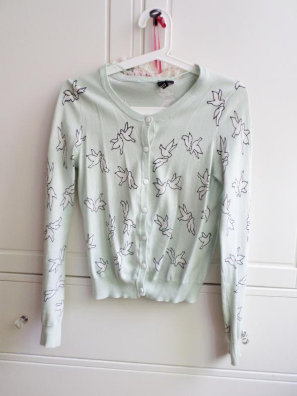 miętowy sweter w jaskółki H&M