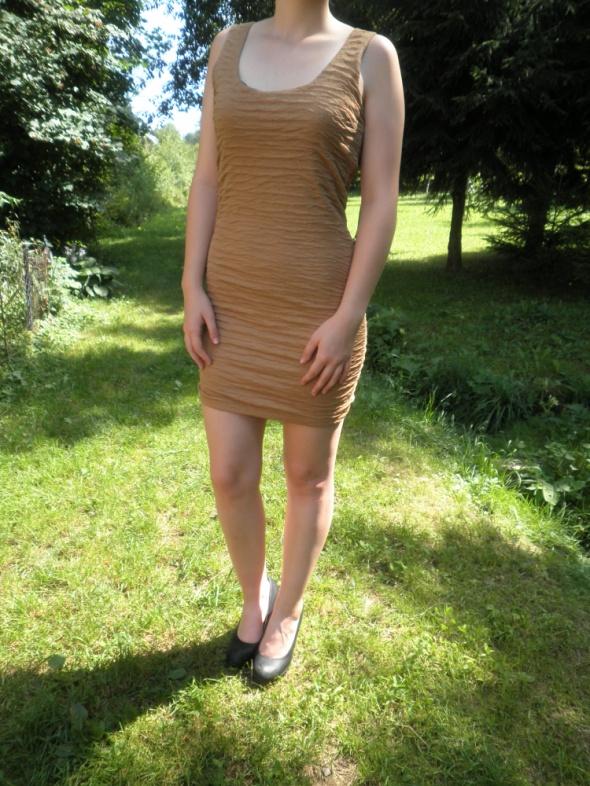 Suknie i sukienki Amisu New Yorker karmelowa sukienka mini marszczona carmel 38 M