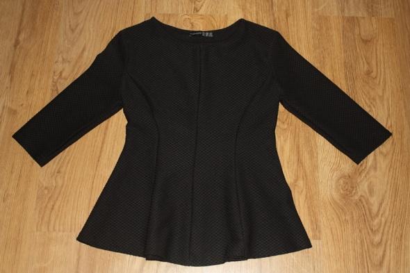 Czarna bluzka z baskinką...