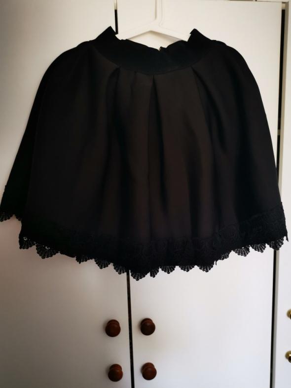 Czarna piankowa rozkloszowana spódnica