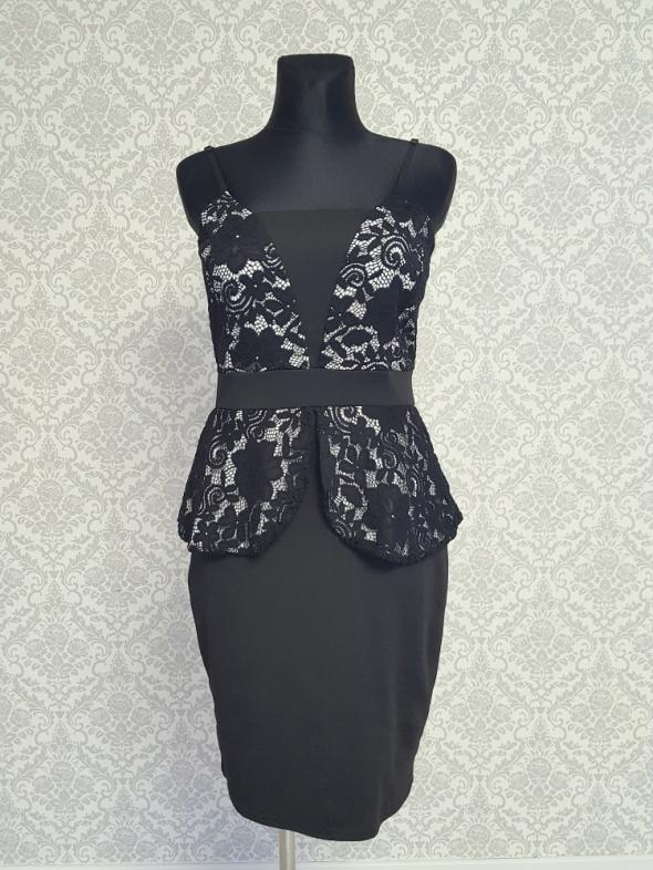 czarna sukienka z koronką Quiz...