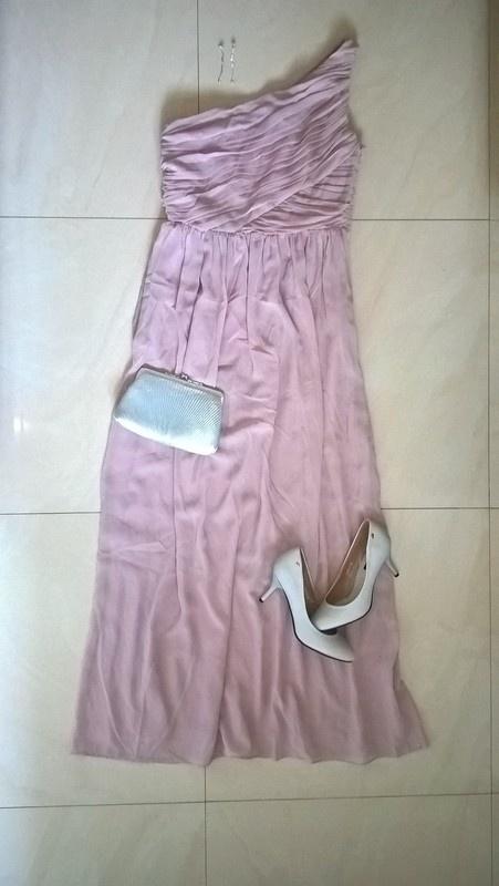 Pudrowa suknia