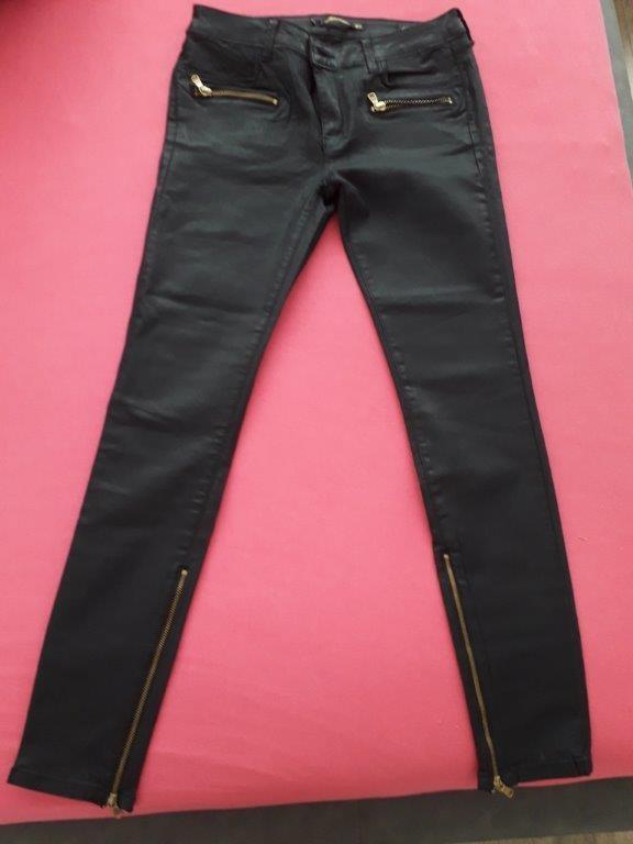 Czarne spodnie jak ze skóry