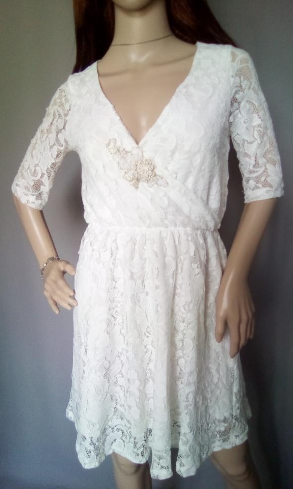 Sukienka koronkowa Gina Tricot w rozmiarze S...
