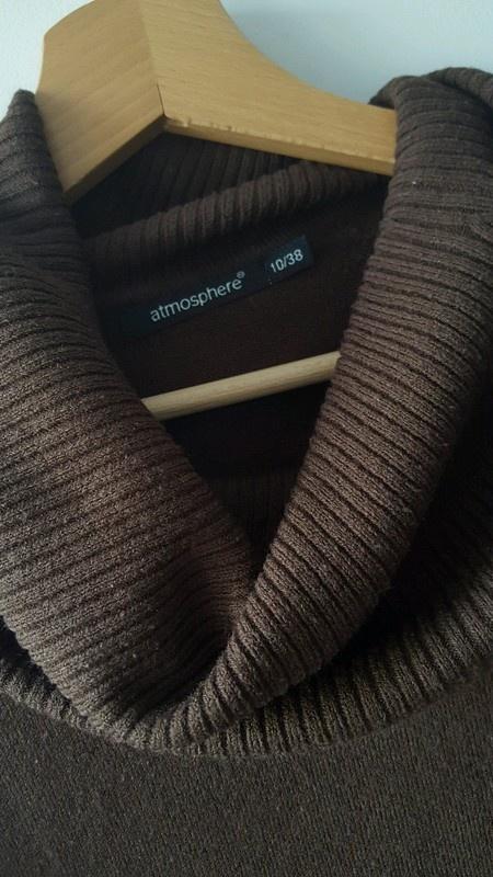 Brązowy dłuższy sweter z golfem Atmosphere M...