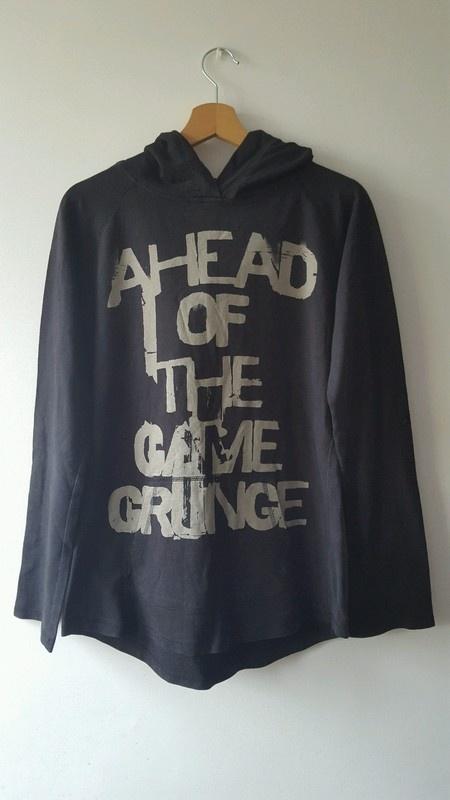 Czarna bluza z napisami House L