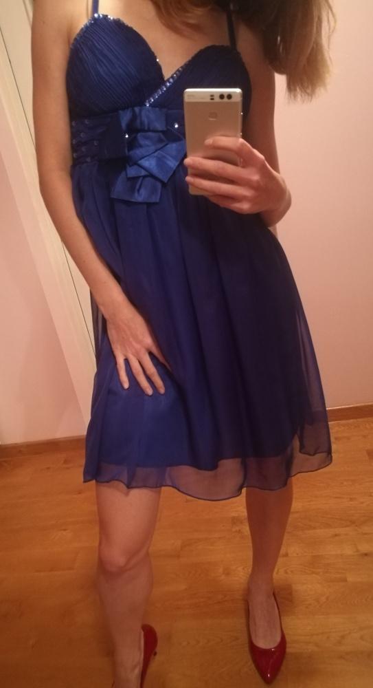 Kobaltowa sukienka na wesele
