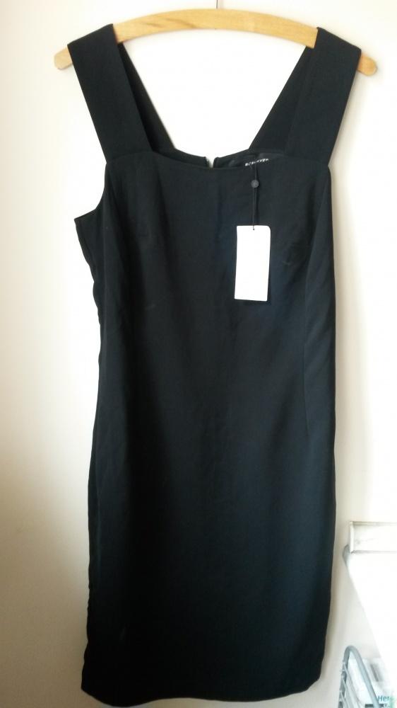 Czarna sukienka ołówkowa...