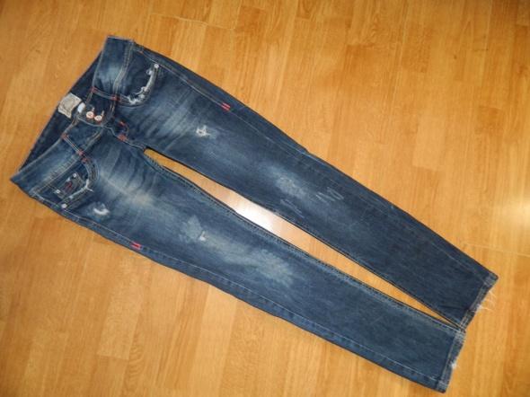 Bershka spodnie jeansowe dziury roz 36...