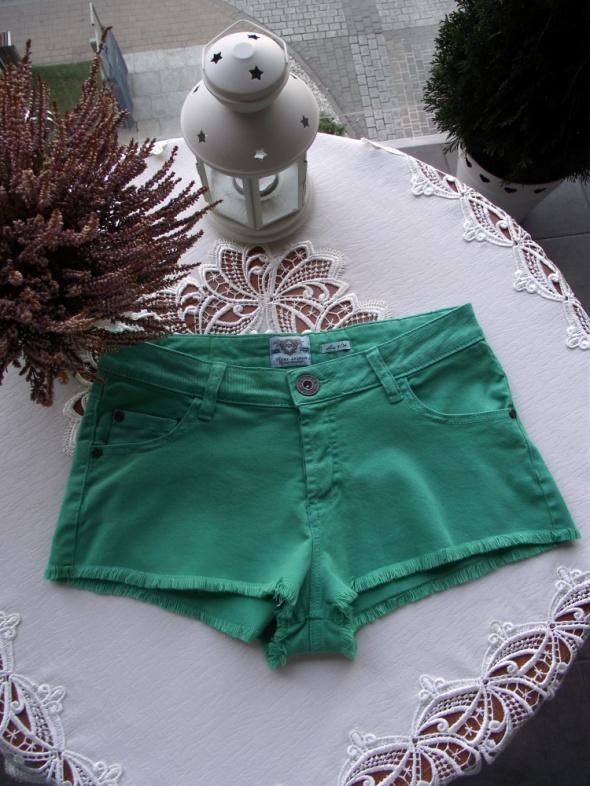 River Island krótkie zielone spodenki szorty strzępione XS S...