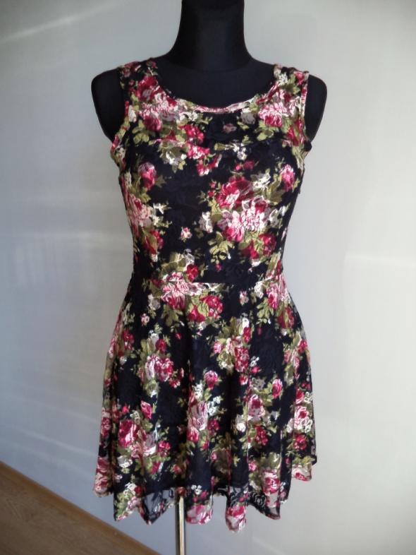 Sukienka koronkowa kwiaty...