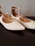 Skórzane białe baleriny