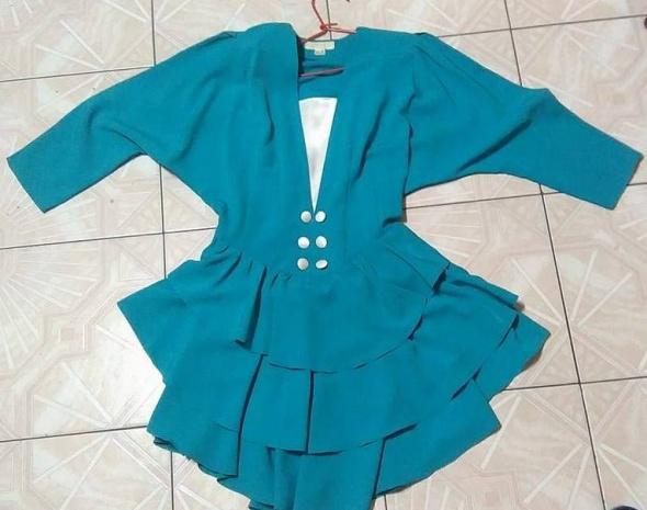 Turkusowa asymetryczna sukienka