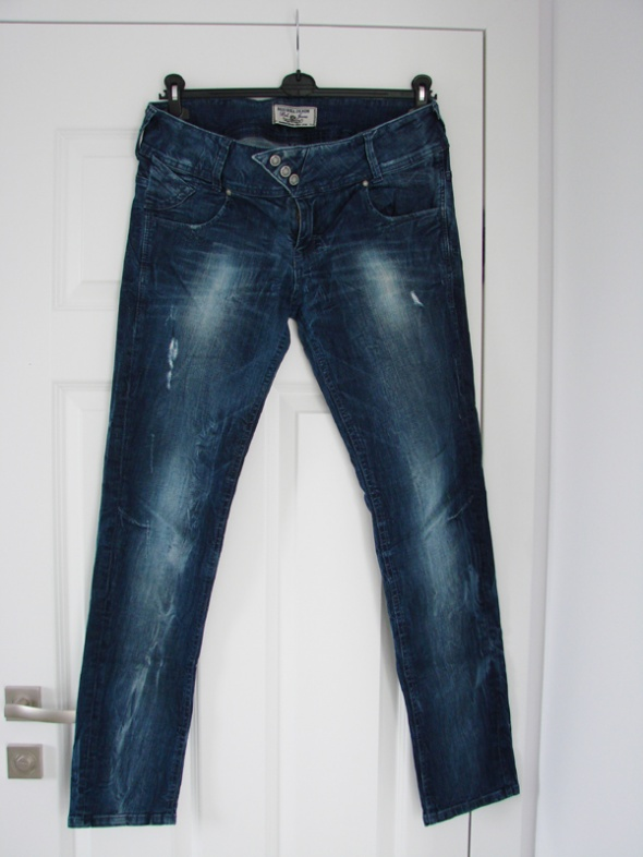 Granatowe przecierane jeansy rurki Bershka