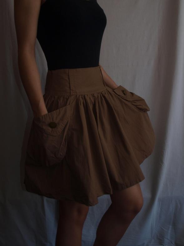 brązowa szeroka spódnica z wysokim stanem