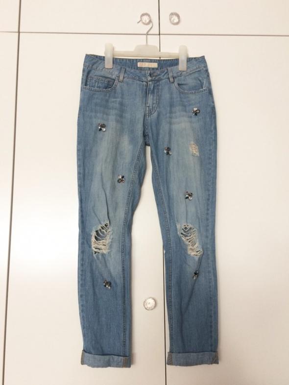 Spodnie Zara jeansy dzinsy boyfriend girlfriend z dziurami poszarpane z kryształkami 34