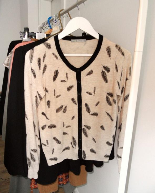 Piękny beżowy sweterek kardigan Marks & Spencer pióra...