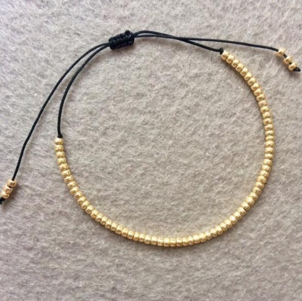 Bransoletka czarny sznurek złote koraliki na szczęście...