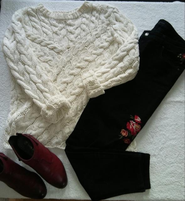 Asymetryczny sweter z warkoczem