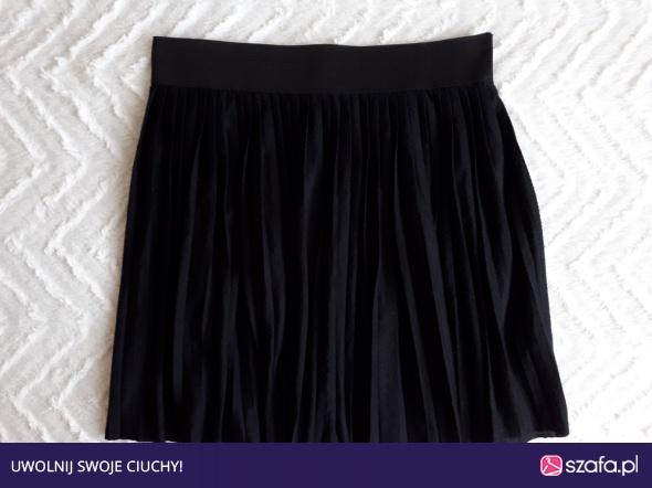 Rozkloszowana czarna spódnica S HOUSE w Spodnie Szafa.pl