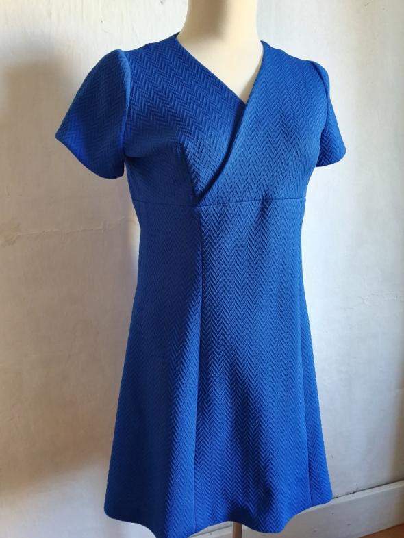 Niebieska rozkloszowana sukienka r około XL...
