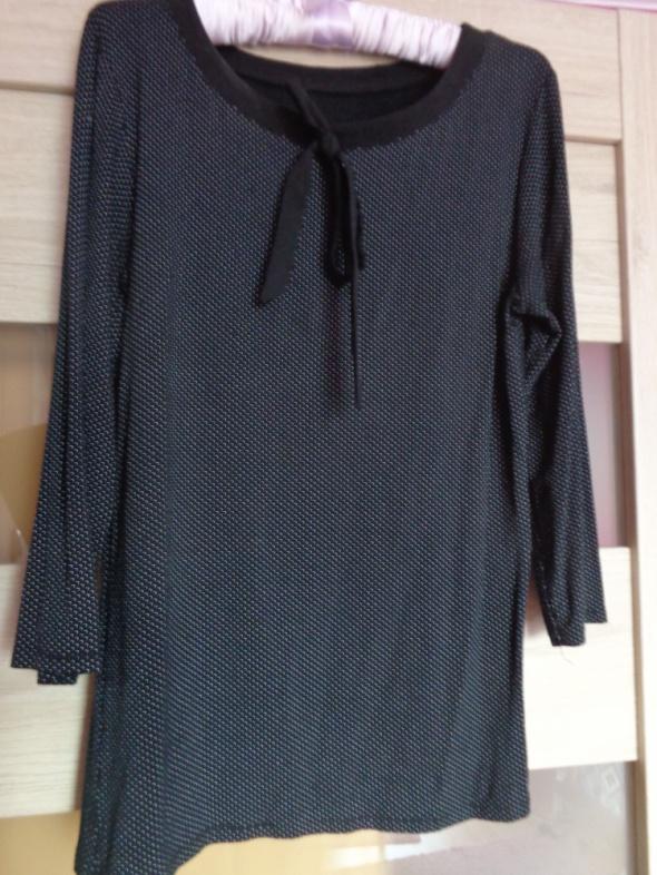 Czarna bluzka w białe kropeczki z ozdobnym wiązaniem