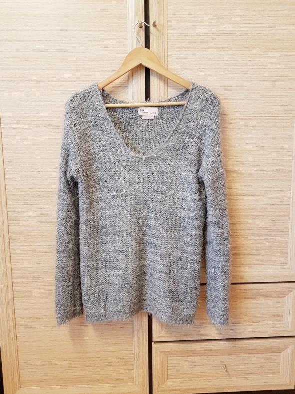 sweter włochaty bershka...
