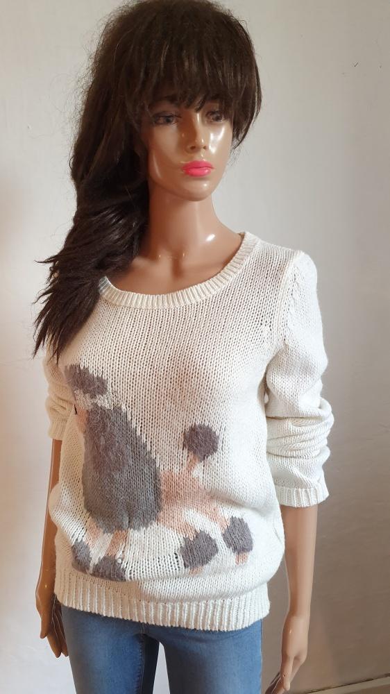 Biały sweterek z pudlem r M