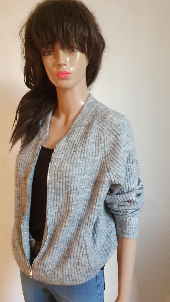 Swetry Szary sweterek zapinany na zamek r M
