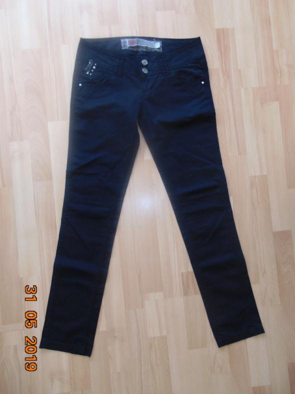Spodnie spodnie r M