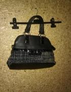 Czarna mała torebka do ręki...