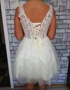 Krótka kremowa sukienka...