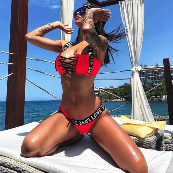 Bikini czerwone napisy guma sznurowane siwiec...