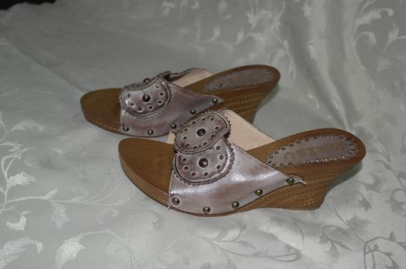Buty nowe klapki na koturnie 40