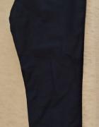Granatowe spodnie chinosy...
