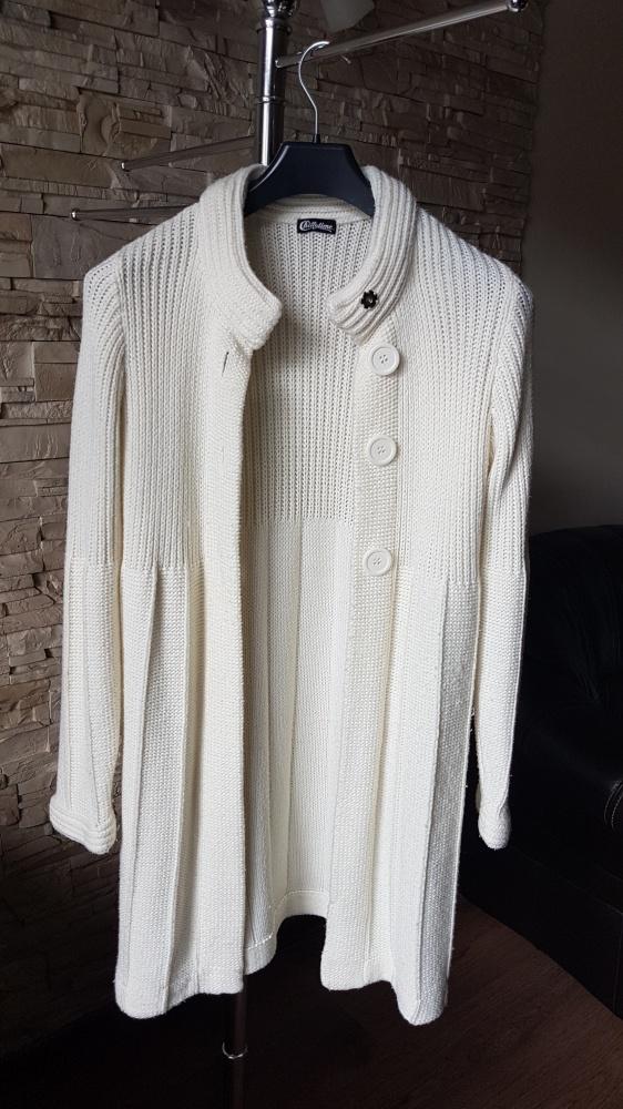 Śliczny długi sweterek narzutka...